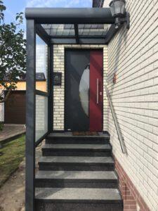 Neues Vordach – jetzt ist die neue Tür geschützt!