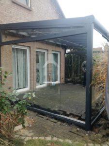 Terrassendach mit Unterbauelementen, Unterdachbeschattung und LED-Beleuchtung